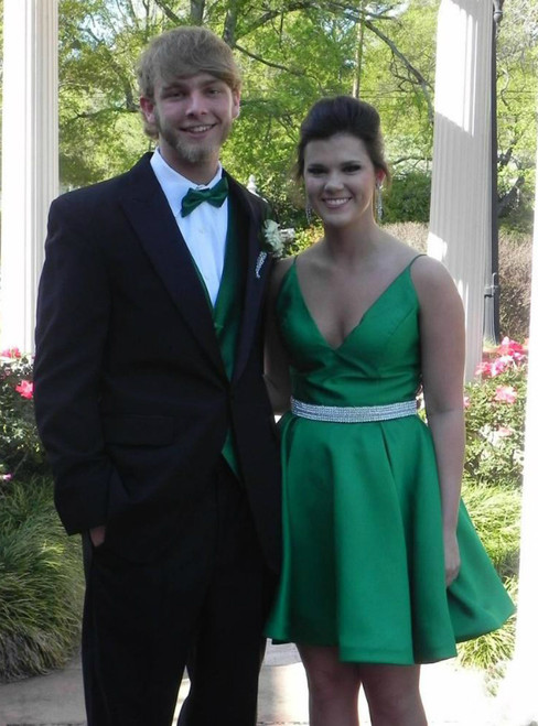 Green Satin Short Homecoming Dress V-Neck Beaded Mini Cocktail Gowns