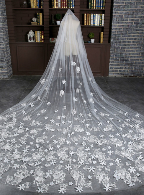 In Stock:Ship in 48 Hours White Soft Yarn Tailing Bride's Veil