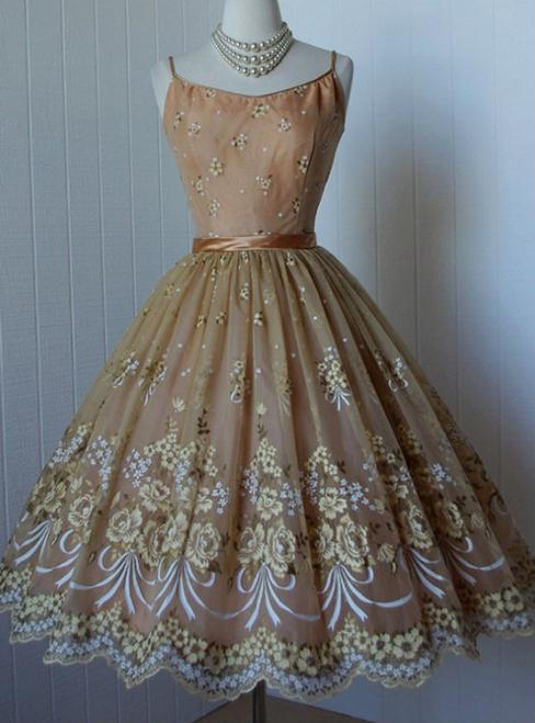 Elegant A-line Champagne Spaghetti Straps Applique Homecoming Dresses