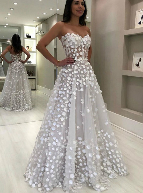 A-Line White Tulle Sweetheart Appliques Long Prom Dress