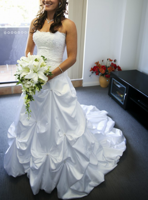 White Ball Gown Appliques Satin Strapless Wedding Dress With Pearls