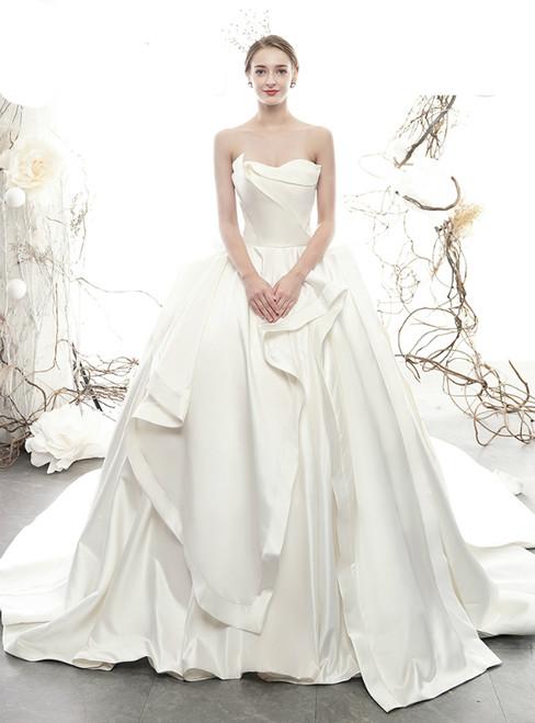 Fashion White Ball Gown Sweetheart Sleeveless Wedding Dress With Train