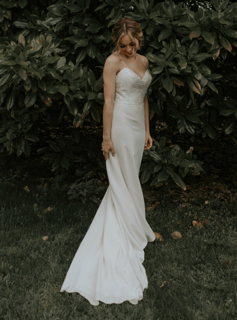 White Sheath Satin Spaghetti Straps Appliques Wedding Dress