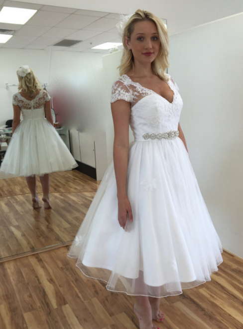 A-Line White Tulle Lace Appliques V-neck Cap Sleeve Tea Length Wedding Dress