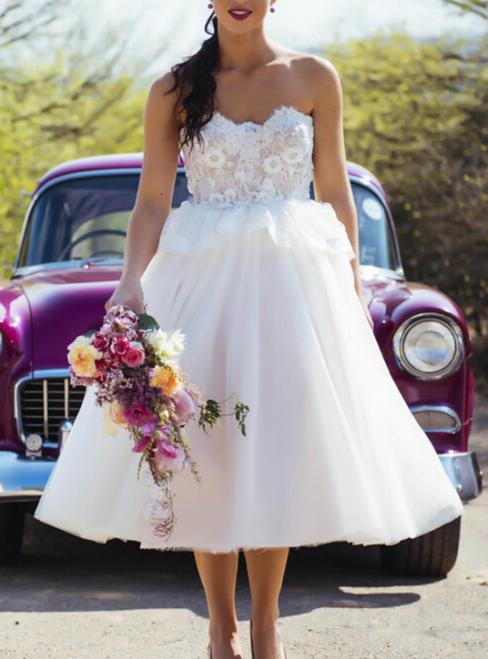 A-Line White Tulle Sweetheart Appliques Tea Length Wedding Dress