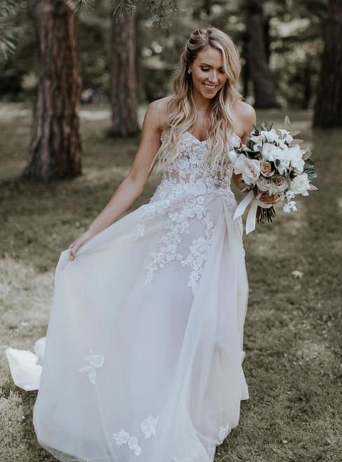 Ivory Tulle Sweetheart Appliques Sleeveless Wedding Dress