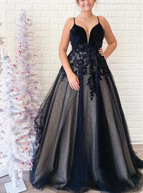 A-Line Black Tulle Appliques V-neck Backless Prom Dress