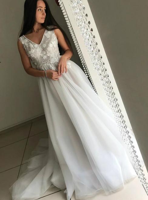 A-Line Tulle V-neck Backless Appliques Wedding Dress