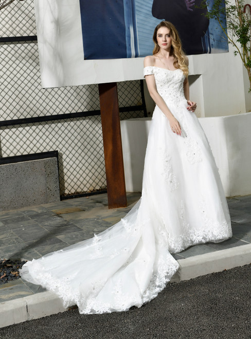 Wear a Classic White Ball Gown Tulle Lace Appliques Off the Shoulder Beading Wedding Dress