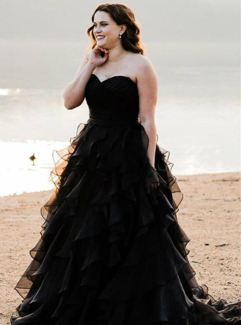 Black Ball Gown Tiered Ruffles Sweetheart Neck Tulle Wedding Dress