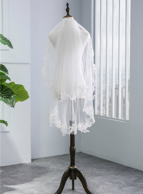 In Stock:Ship in 48 Hours Short Lace Veil With Metal Comb 2 Layers