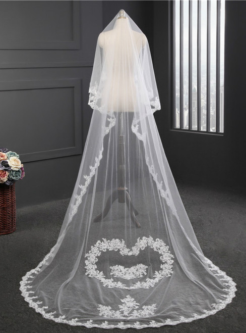 In Stock:Ship in 48 Hours Long Tail Veil Lace Handmade Flower Arrangement