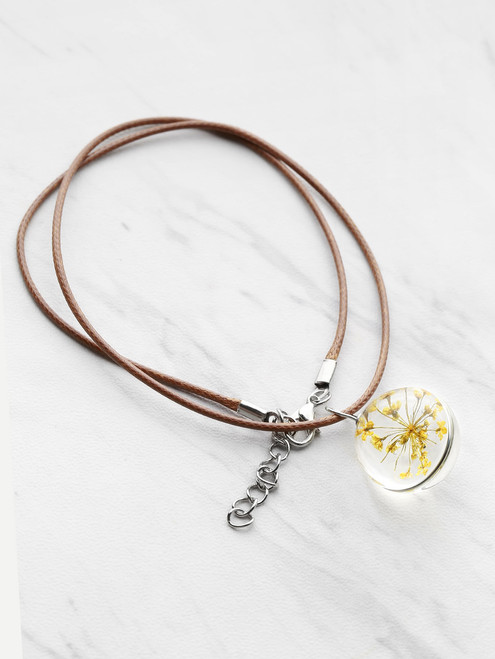 Contrast Glass Flower Pendant Necklace