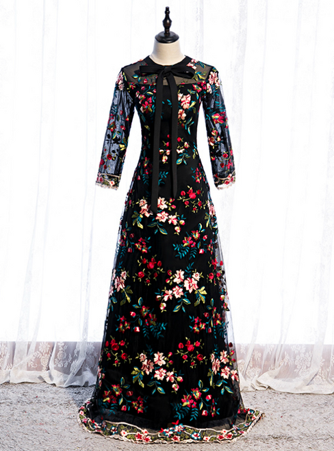 A-Line Black Tulle Embroidery Long Sleeve Prom Dress