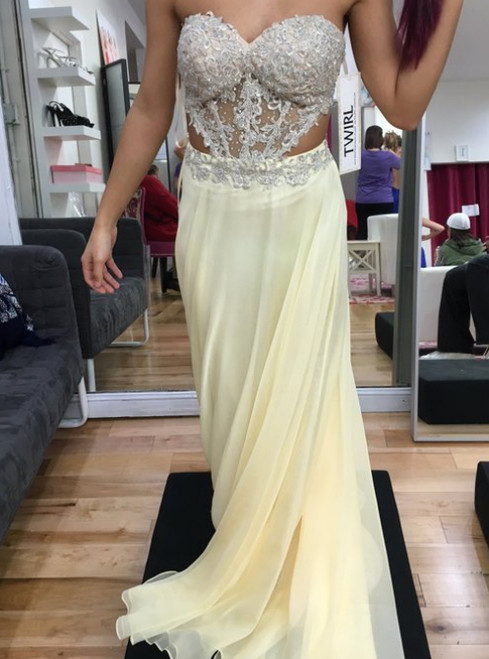 Light Yellow Chiffon Sweetheart Neck Appliques Prom Dress