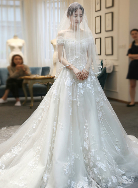Luxury Off The Shoulder Tulle Lace Appliques Wedding Dress