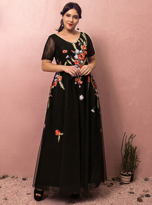 Plus Size Black Tulle Short Sleeve Embroidery V-neck Prom Dress