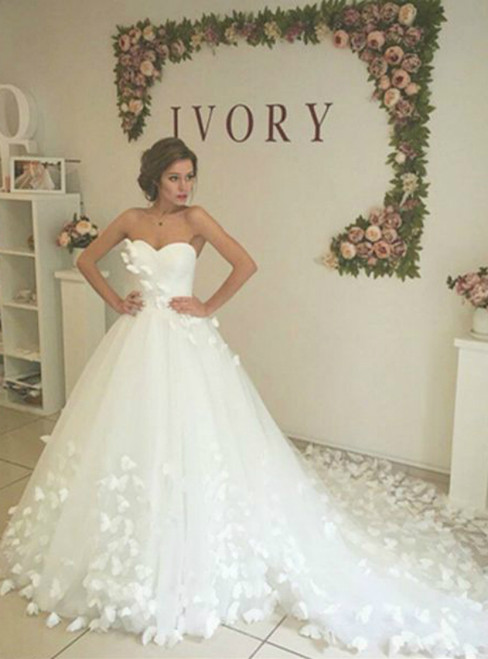 White Sweetheart Court Train Handmade Flower Wedding Dress