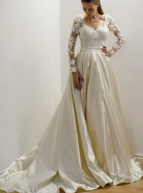 Lace Appliques Satin Long Sleeves and Long Train Wedding Dress