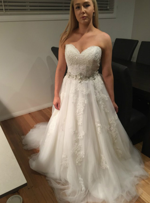 A-Line White Tulle Applique Sweetheart With Beading Wedding Dress
