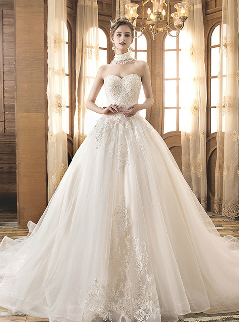 Light Champagne Tulle Appliques Sweetheart Neck Wedding Dress