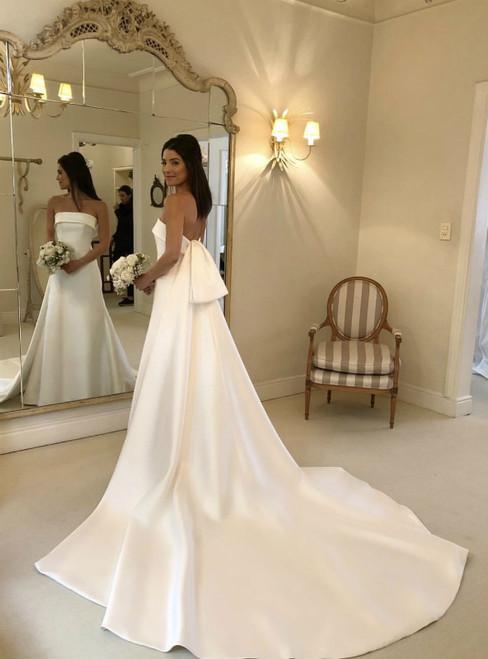 White A Line Strapless Elegant Satin Bridal Dresses With Detachable Train
