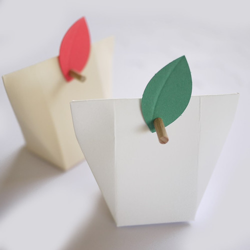 Etiquette feuille pour boite à dragées Kabagami