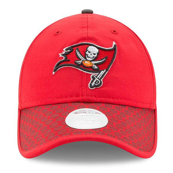 558a91f1 Women's Tampa Bay Buccaneers 2017 New Era Sideline Official Adjustable Hat