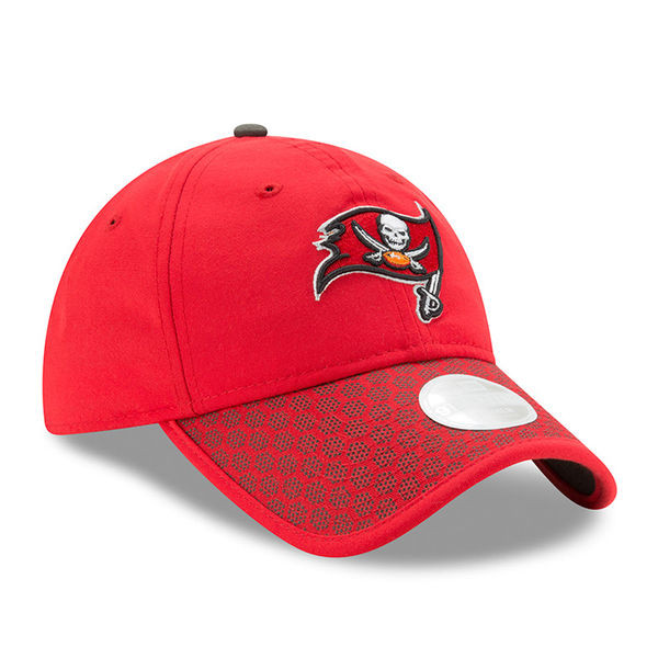 b15b0627 Women's Tampa Bay Buccaneers 2017 New Era Sideline Official Adjustable Hat