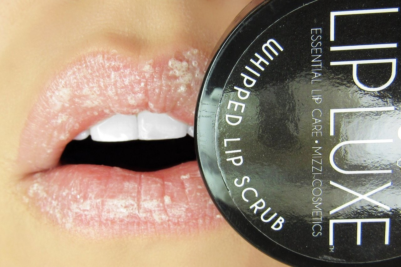 Mizzi Cosmetics LipLuxe Lip Treatment - Whipped Lip Scrub & Honeykiss Lip Balm