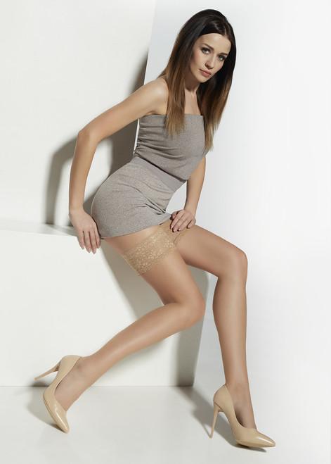 Mette  Elegant Hold-Ups Sitting Face Right