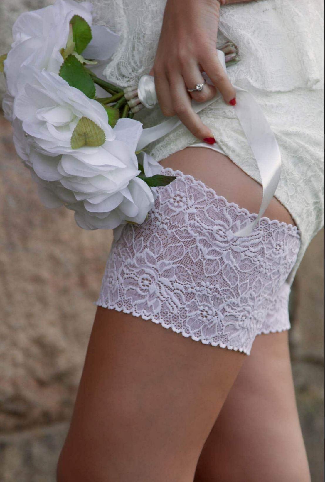 white-bridal-thigh-bands.jpg