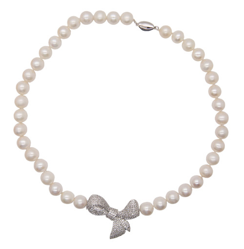 White Round Pearl Necklace with Large Bow