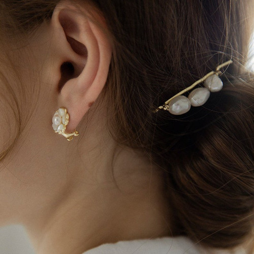 Triple Baroque Pearls Hair Clip