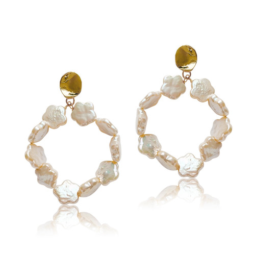 Daisy - Natural Pink Flower Pearl Hoops