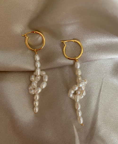 Alice - Sweet Bow Pearl Hoops