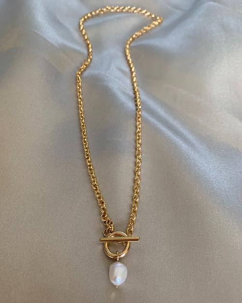 Toggle Gold Chain Baroque Pearl Pendant