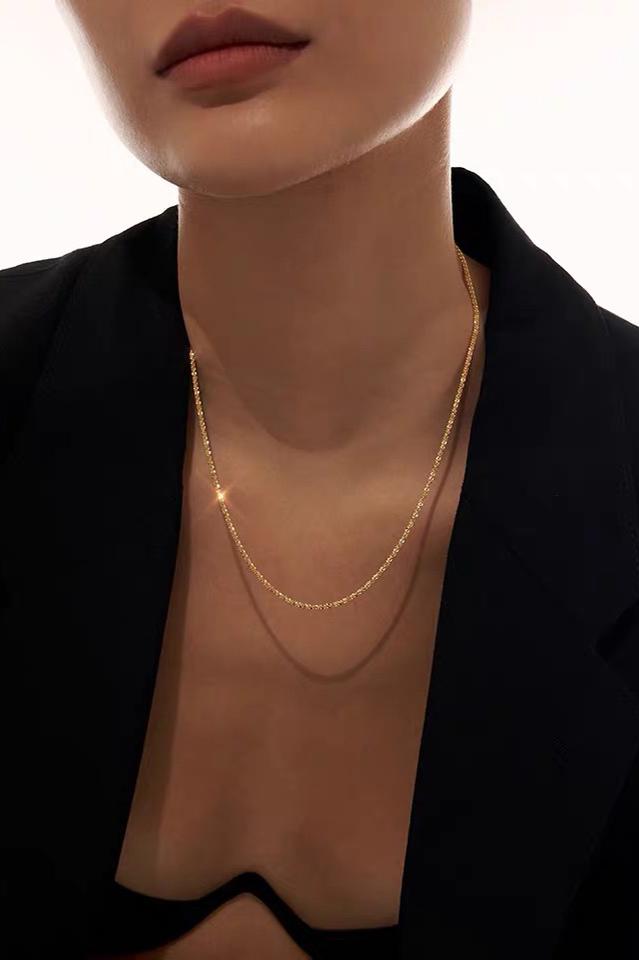 glittery-gold-chain-banner.jpg
