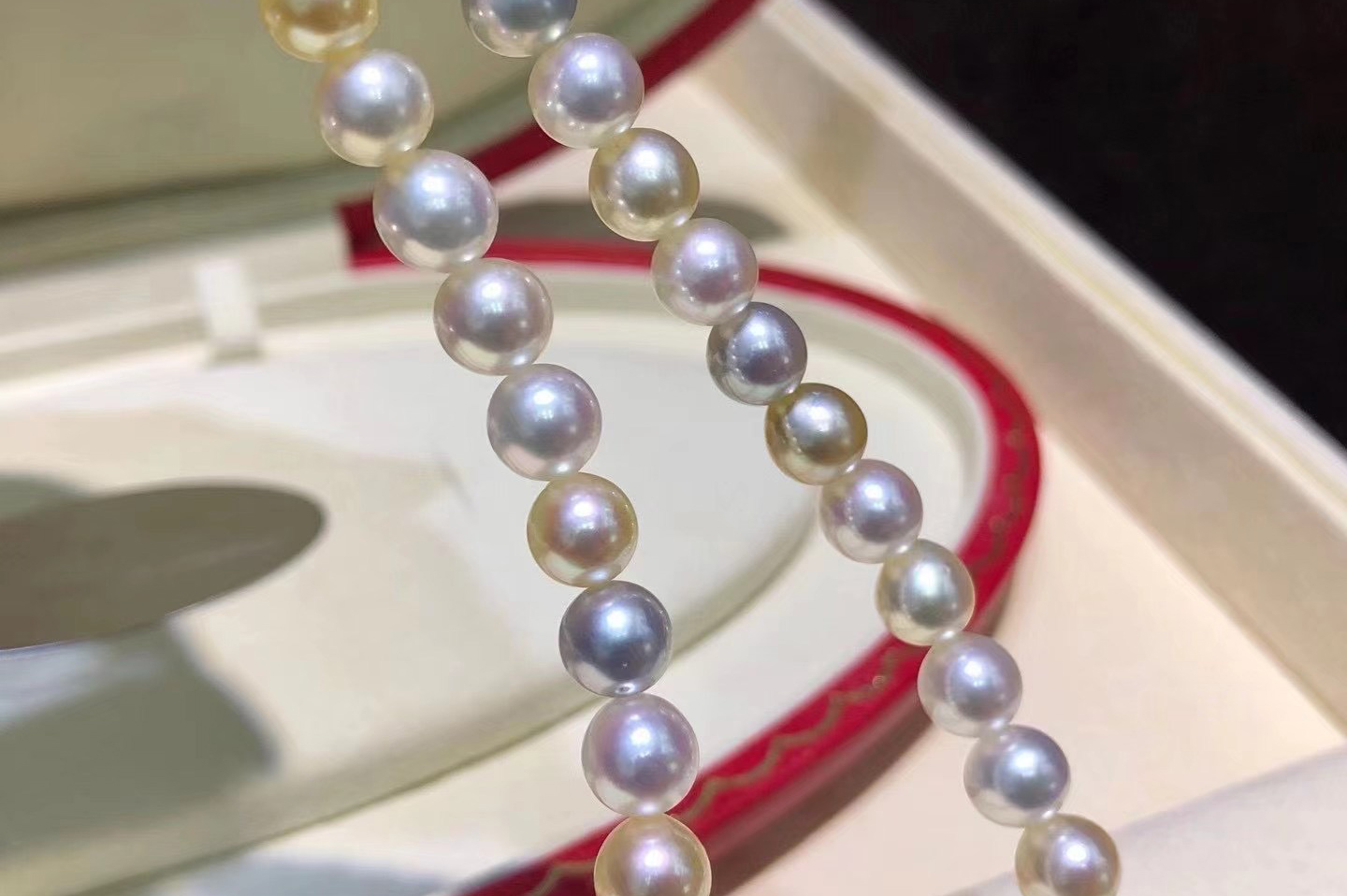 lustrous-pearl-necklaces.jpg