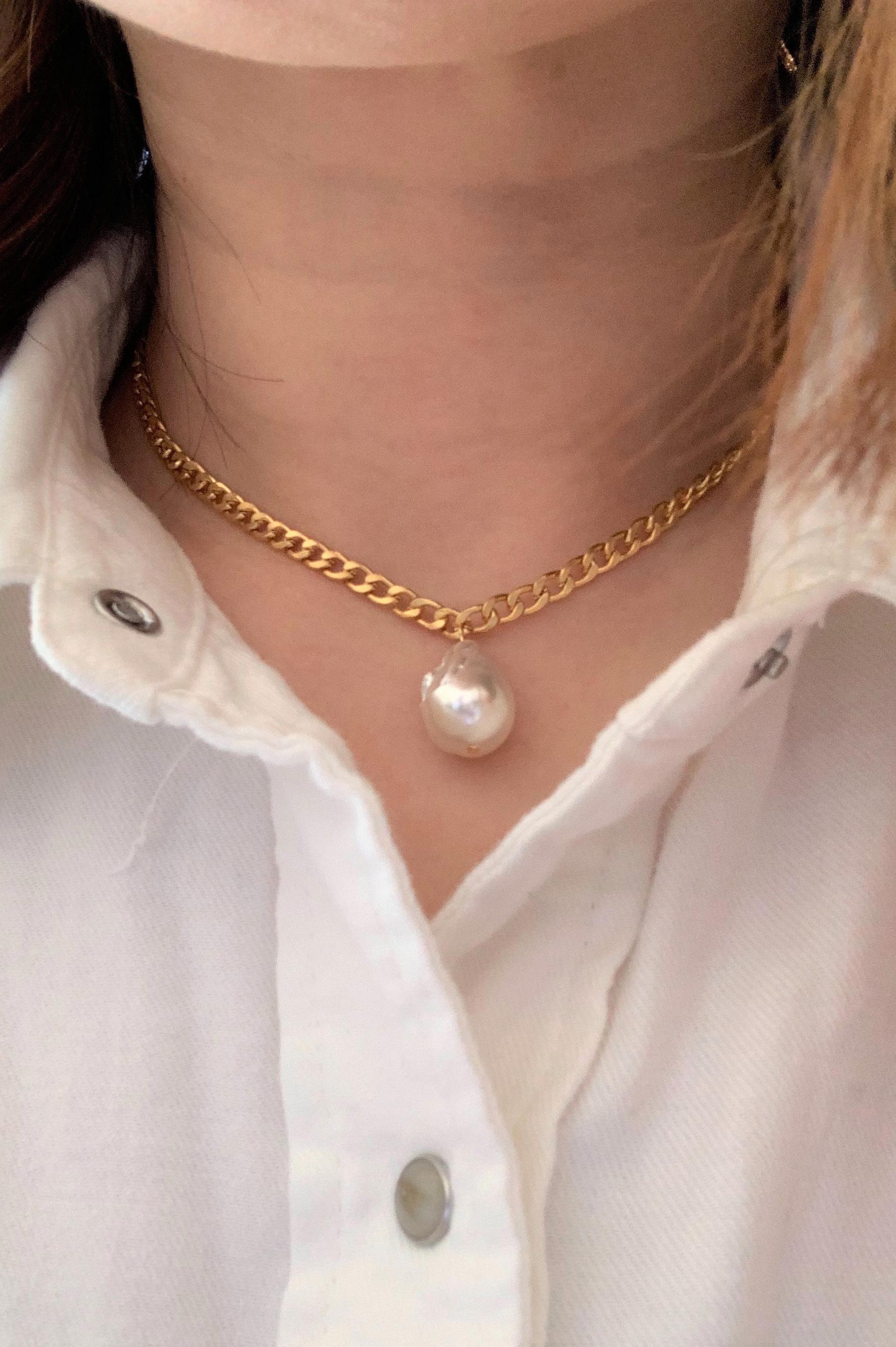 white-baroque-pearl-curb-chain-choker-banner.jpg
