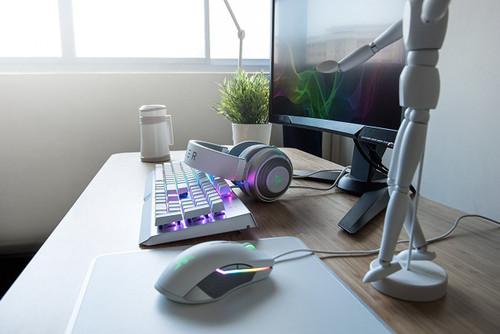 Razer Kraken 7.1 V2 Mercury Edition - Noise Isolating Surround Sound Digital Gaming Over-Ear RGB Headset With Mic - Oval Ear Cushions