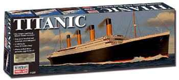 1/350 RMS Titanic Deluxe w/Photo-Etched Parts