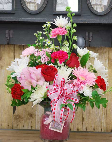 Cheerful Valentines Candle Arrangement