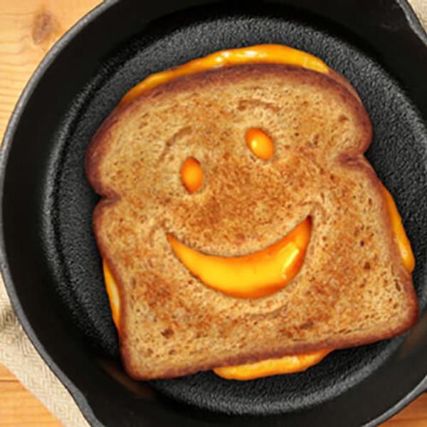 CHEESY GRIN BREAD CUTTER