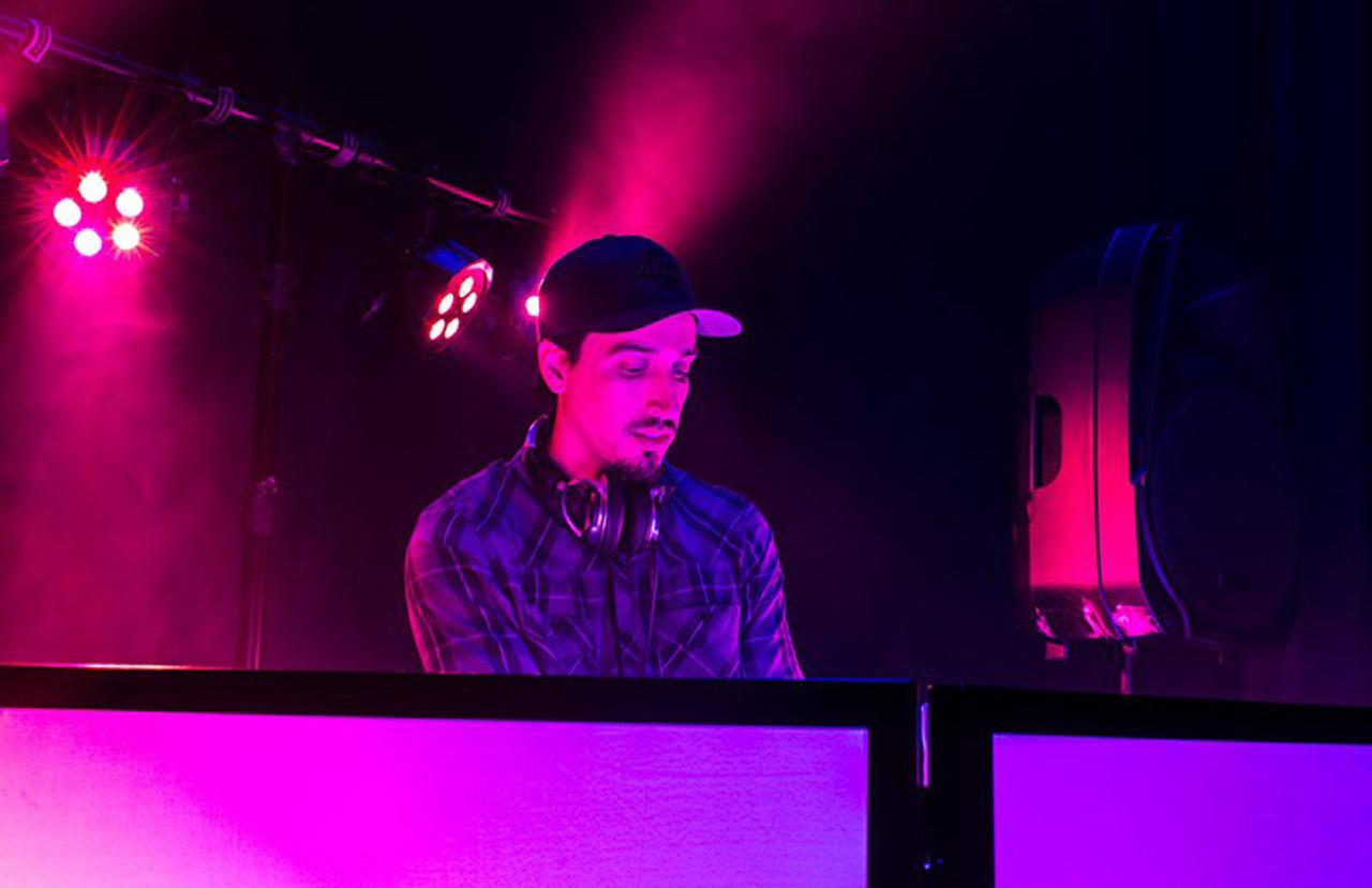 ADJ Event Facade II - DJ Equipment Conceal Screen / WHT / BLK
