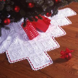 ePattern Traditional Elegance Tree Skirt