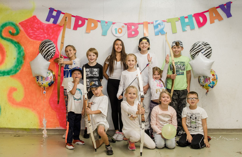 Group photo winnipeg archery birthday party kids youth