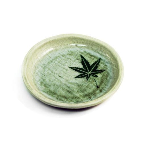 "Plate with Momiji Leaf 5.51"" dia"