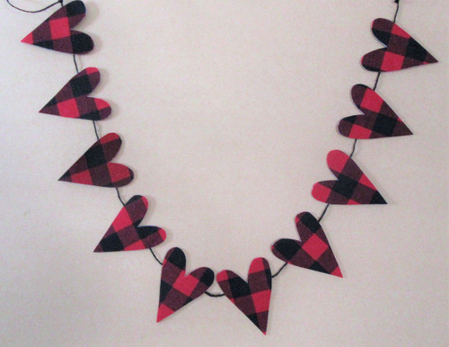 Cute 3' long fabric heart garland with 10 Buffalo Plaid hearts on a black cord. Great for Valentines Day or leave it up all year.