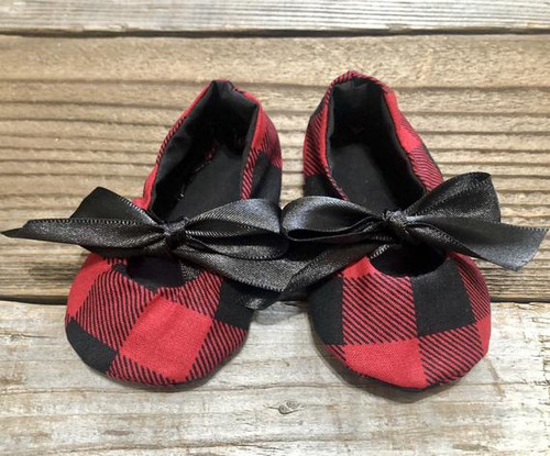 These cute Buffalo Check Baby Mary Janes are adorned with a black satin bow, and lined with soft black fabric.